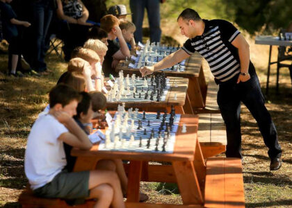 akobian-plays-sonoma-county-chess-kids